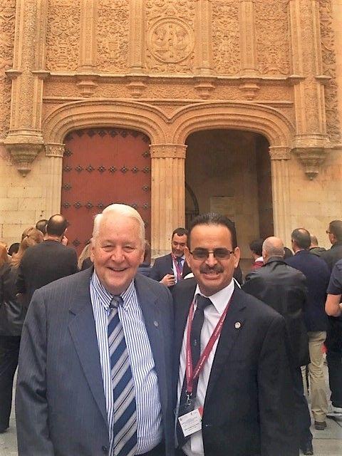 Con el gran maestro de maestros, el Doctor Luis Velasquez Posada. Presidente de La Sociedad Internacional de Peritos en Documentoscopia